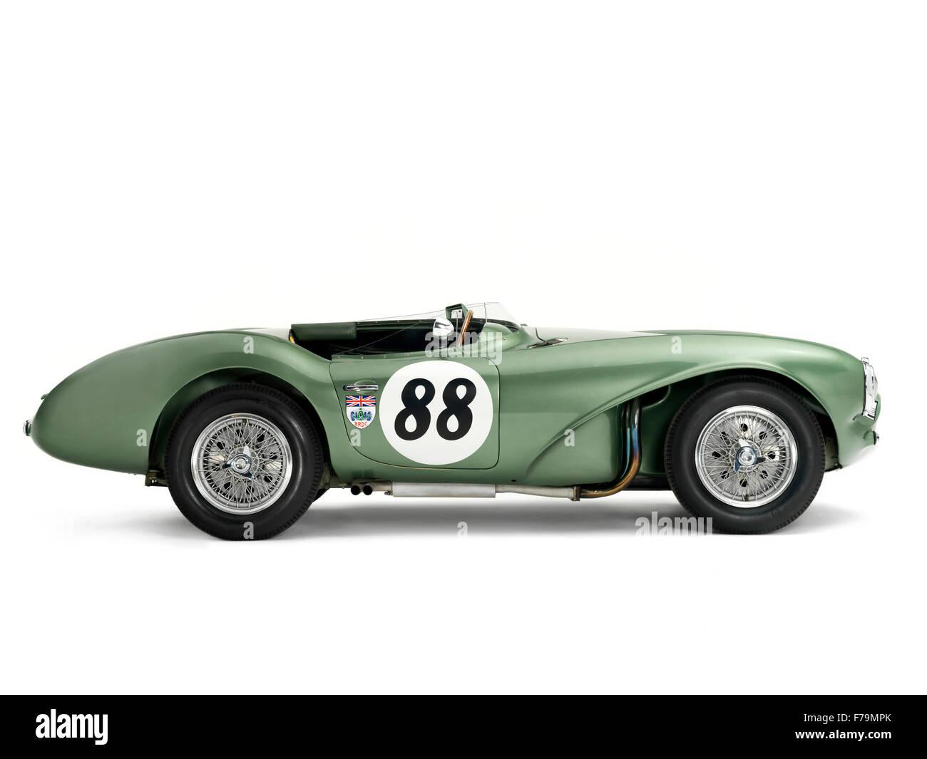 Studio Foto des grünen Aston Martin DB3s Sportwagen. Weißem Hintergrund Stockbild