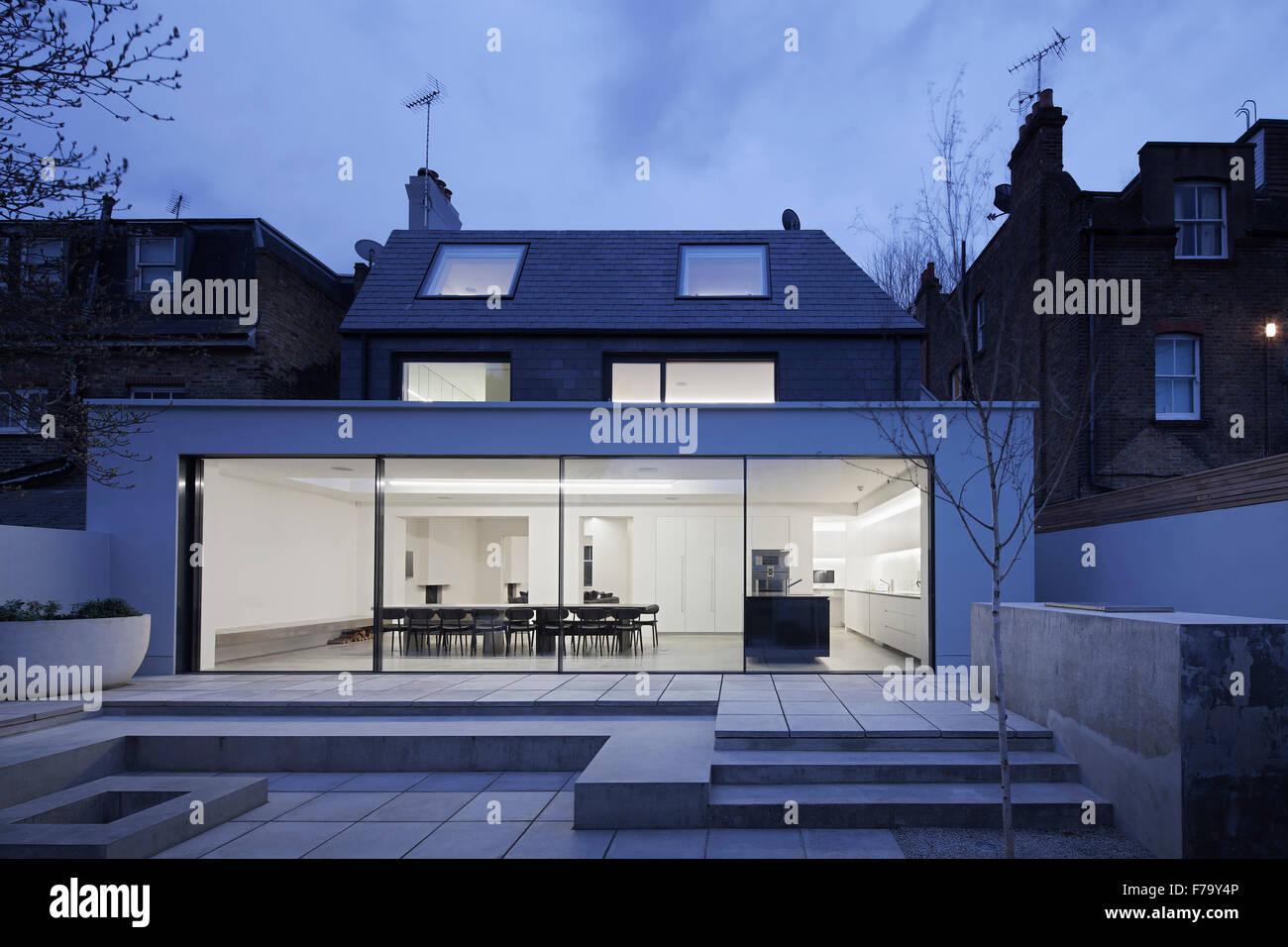 Blick vom Garten Küche Erweiterung in modernen Einfamilienhaus in ...