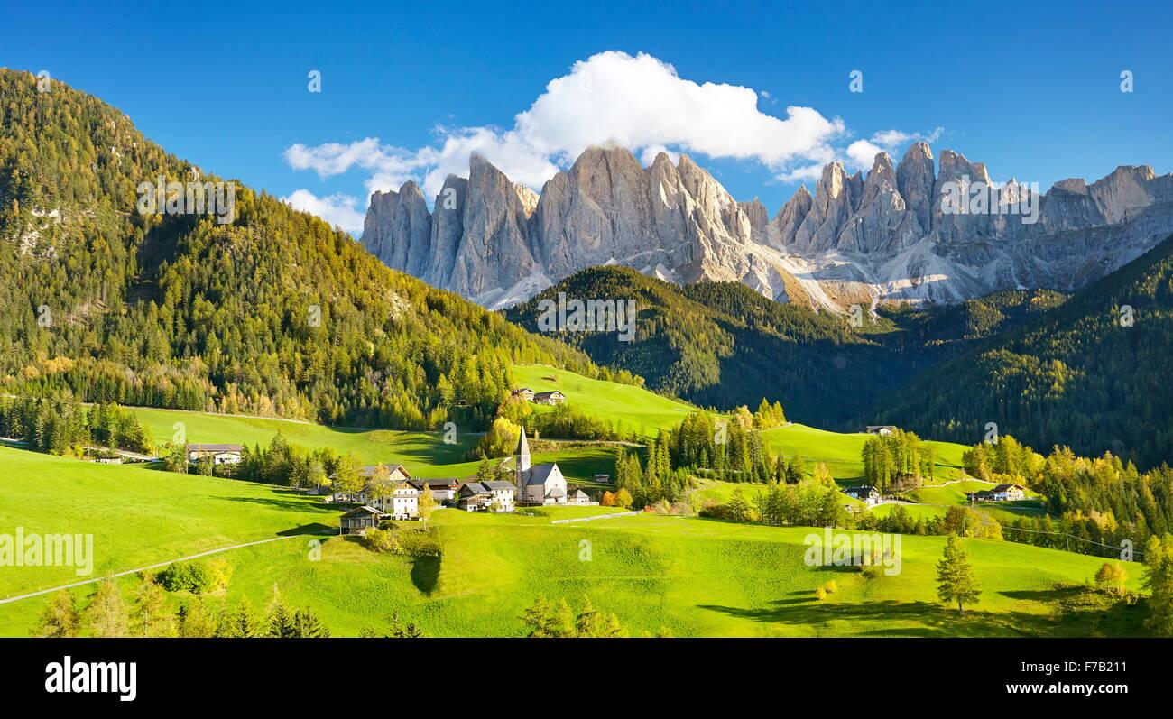 Santa Maddalena Dorf in den Dolomiten, Puez-Geisler Naturpark, Südtirol, Alpen, Italien Stockbild