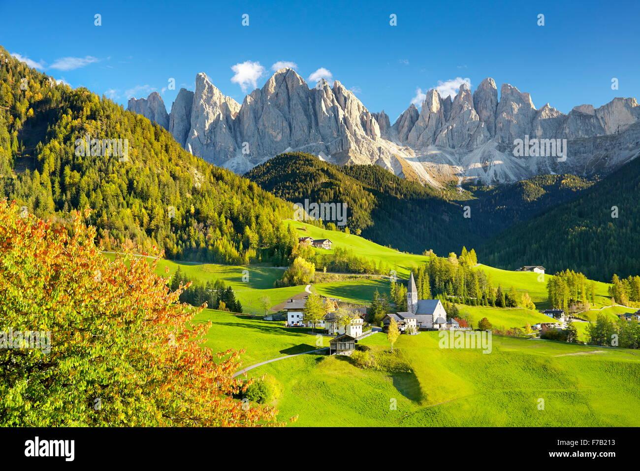 Dolomiten im Herbst - Santa Maddalena Village, Naturpark Puez Geisler, Alpen, Südtirol, Italien Stockbild