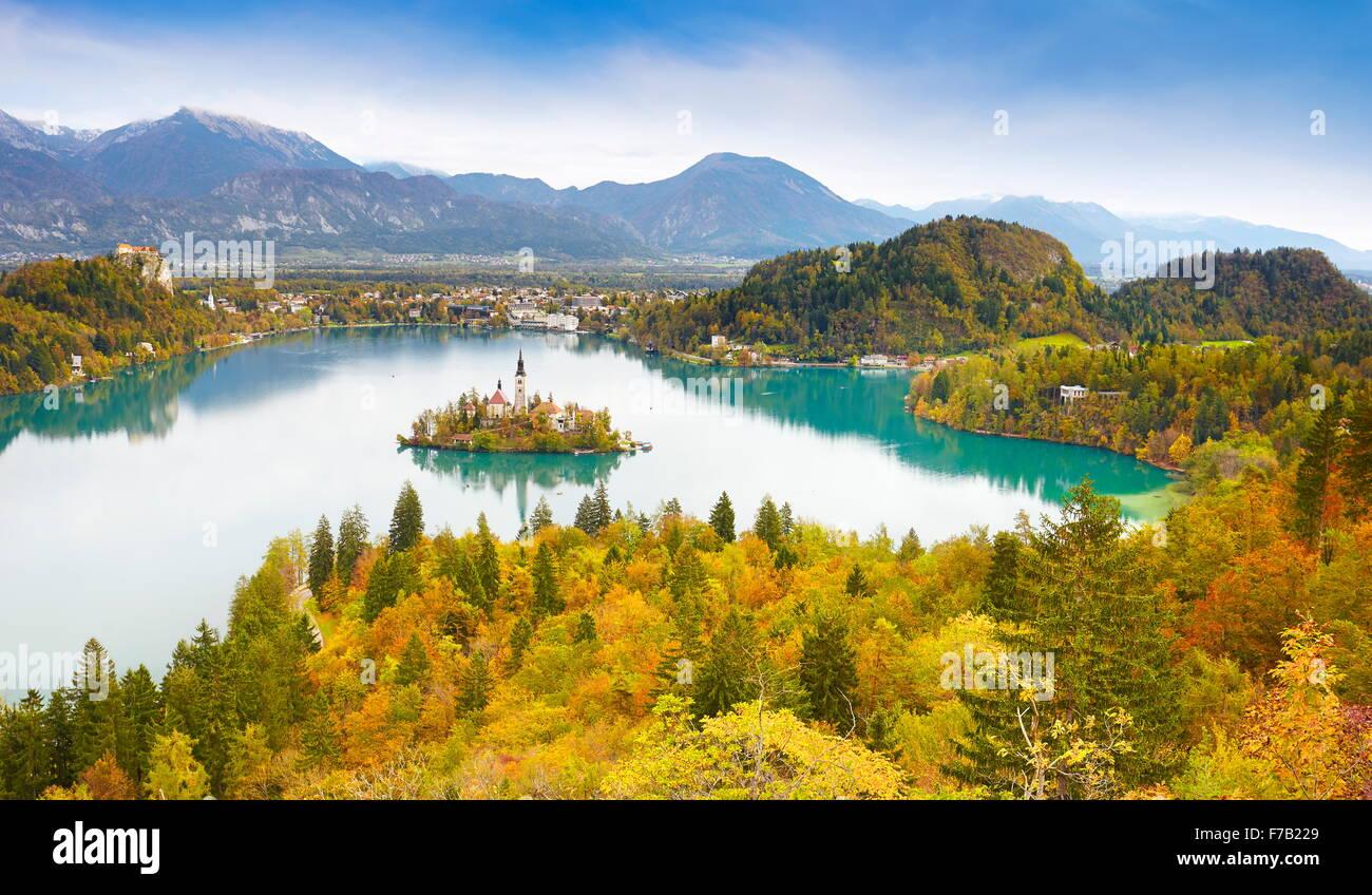 Der See von Bled in herbstlichen Farben, Julische Alpen, Slowenien Stockbild
