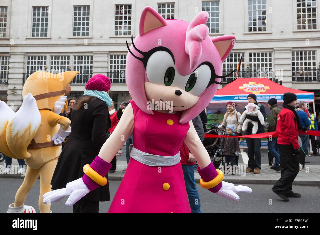 London, UK. 28. November 2015. Charakter ist Amy Rose von Segas ...