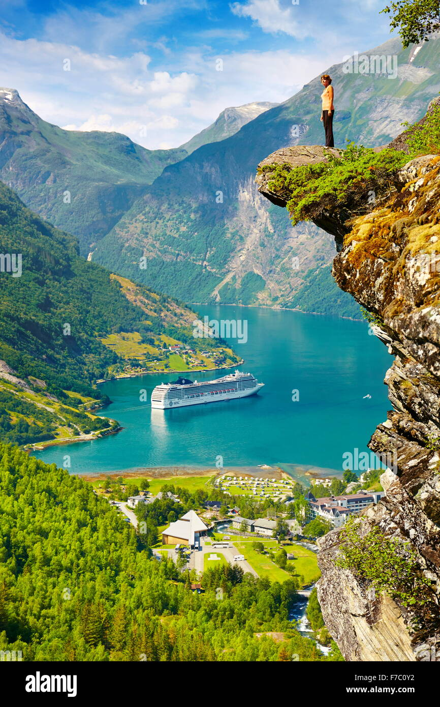 Kreuzfahrtschiff im Geiranger Fjord Norwegen Stockbild