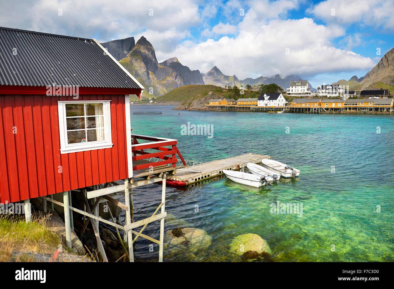 Lofoten-Inseln, traditionelle rote Fischerhütten Rorbu, Norwegen Stockbild