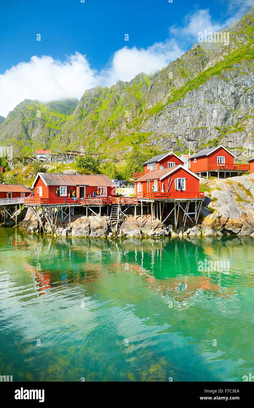 Lofoten-Inseln, traditionellen roten Holz Rorbu-Hütte auf Moskenesoya Island, Norwegen Stockbild