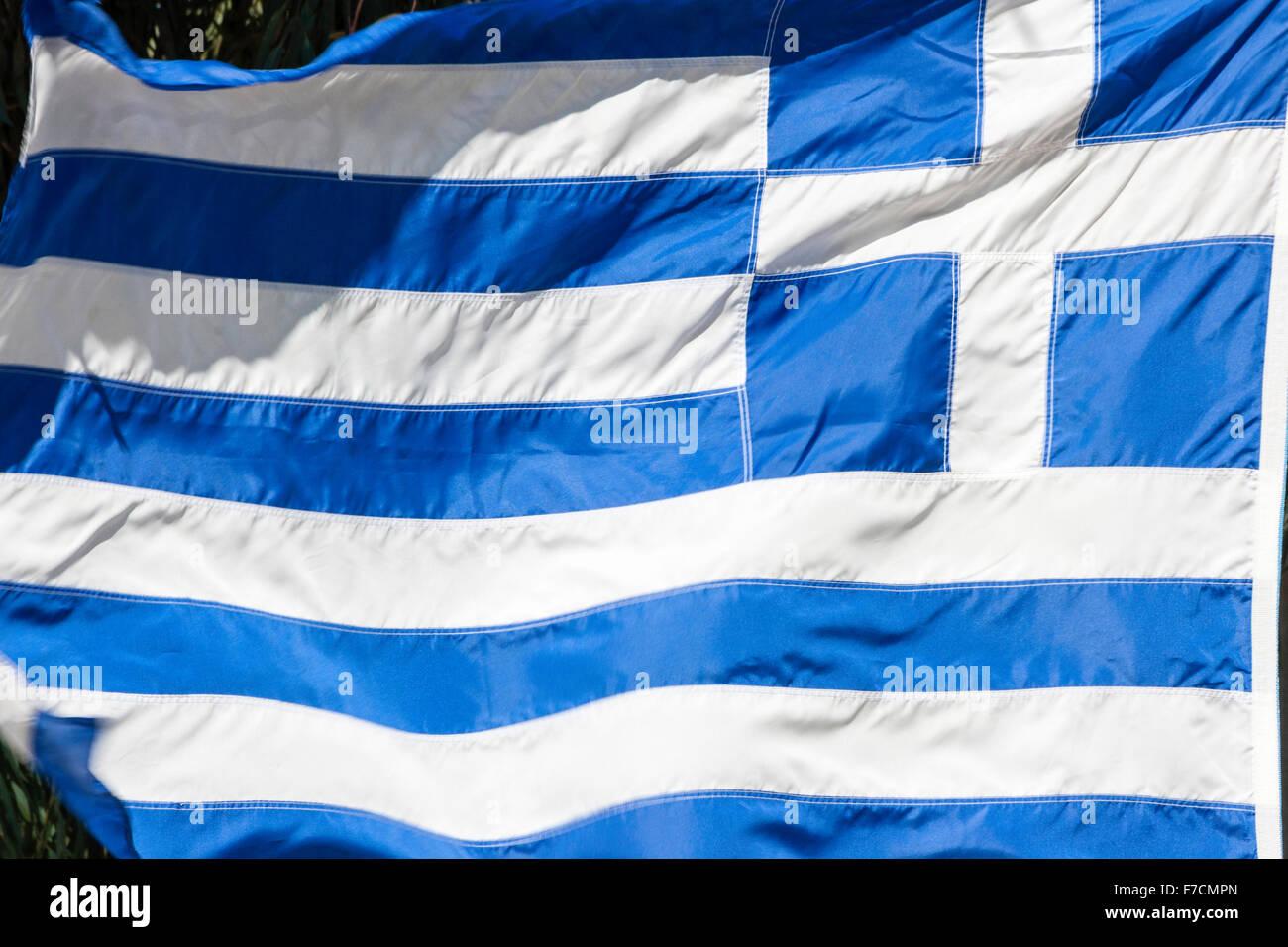Griechische Flagge, blau und weiß, flattern im Wind, Nahaufnahme ...