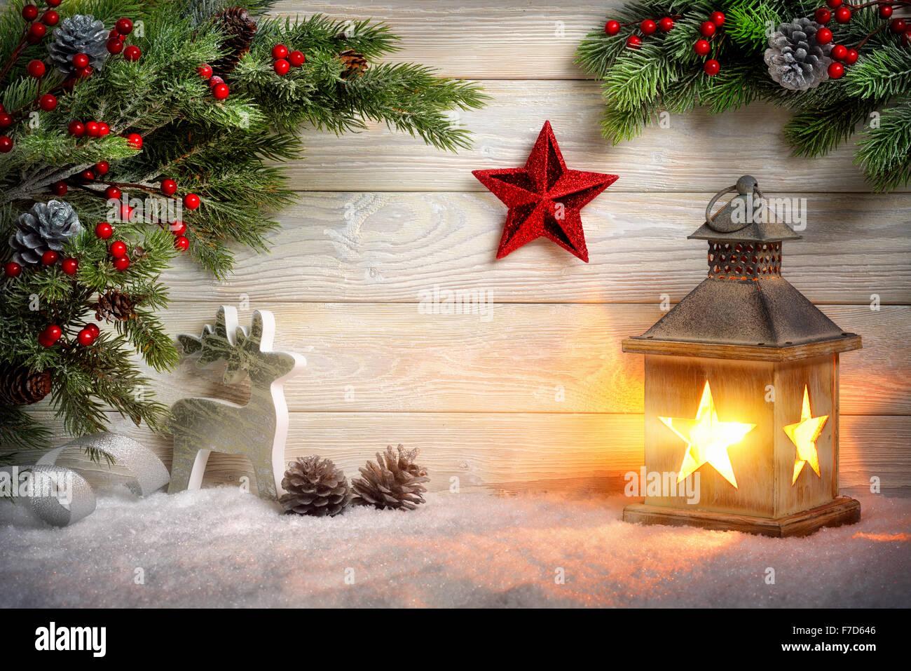 Weihnachten Hintergrund.Weihnachten Hintergrund Der Szene Mit Einer Laterne Tannenzweigen