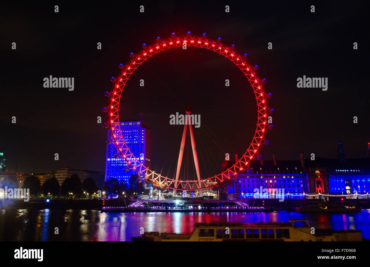 Das London Eye leuchtet rot im Rahmen des 100-jährigen Gedenkens des ...