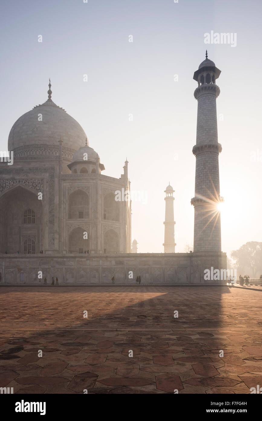 Morgendämmerung am Taj Mahal, Agra, Uttar Pradesh, Indien Stockbild