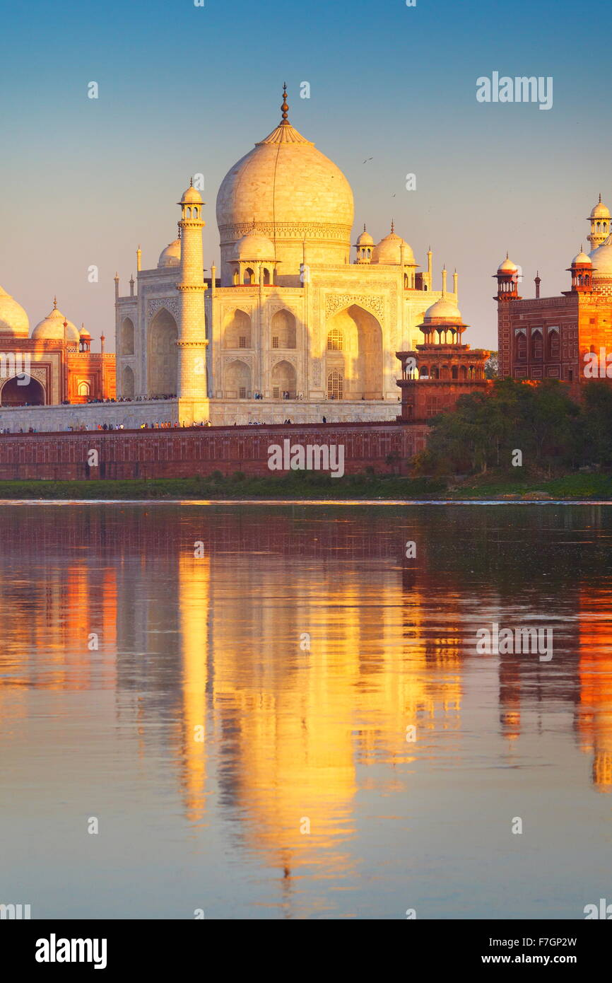 Taj Mahal und Yamuna River, Agra, Uttar Pradesh, Indien Stockbild