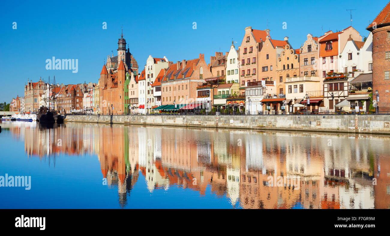 Danziger Altstadt, Kran Tor am Ufer des Fluss Mottlau, Pommern, Polen Stockbild
