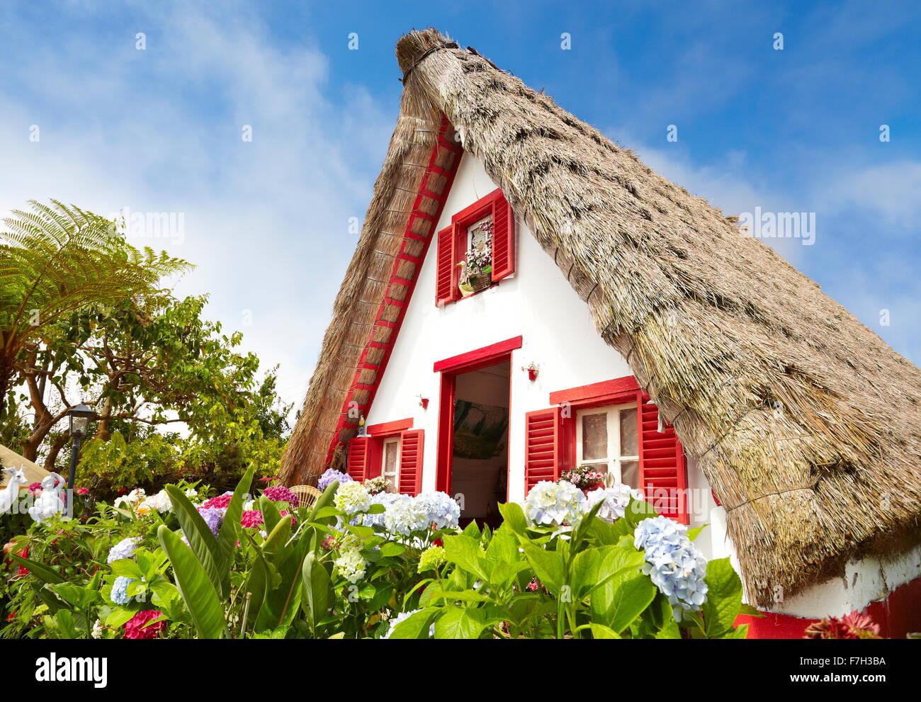 Traditionelle Heimat Postkartenmotiv - Santana-Dorf, die Insel Madeira, Portugal Stockbild
