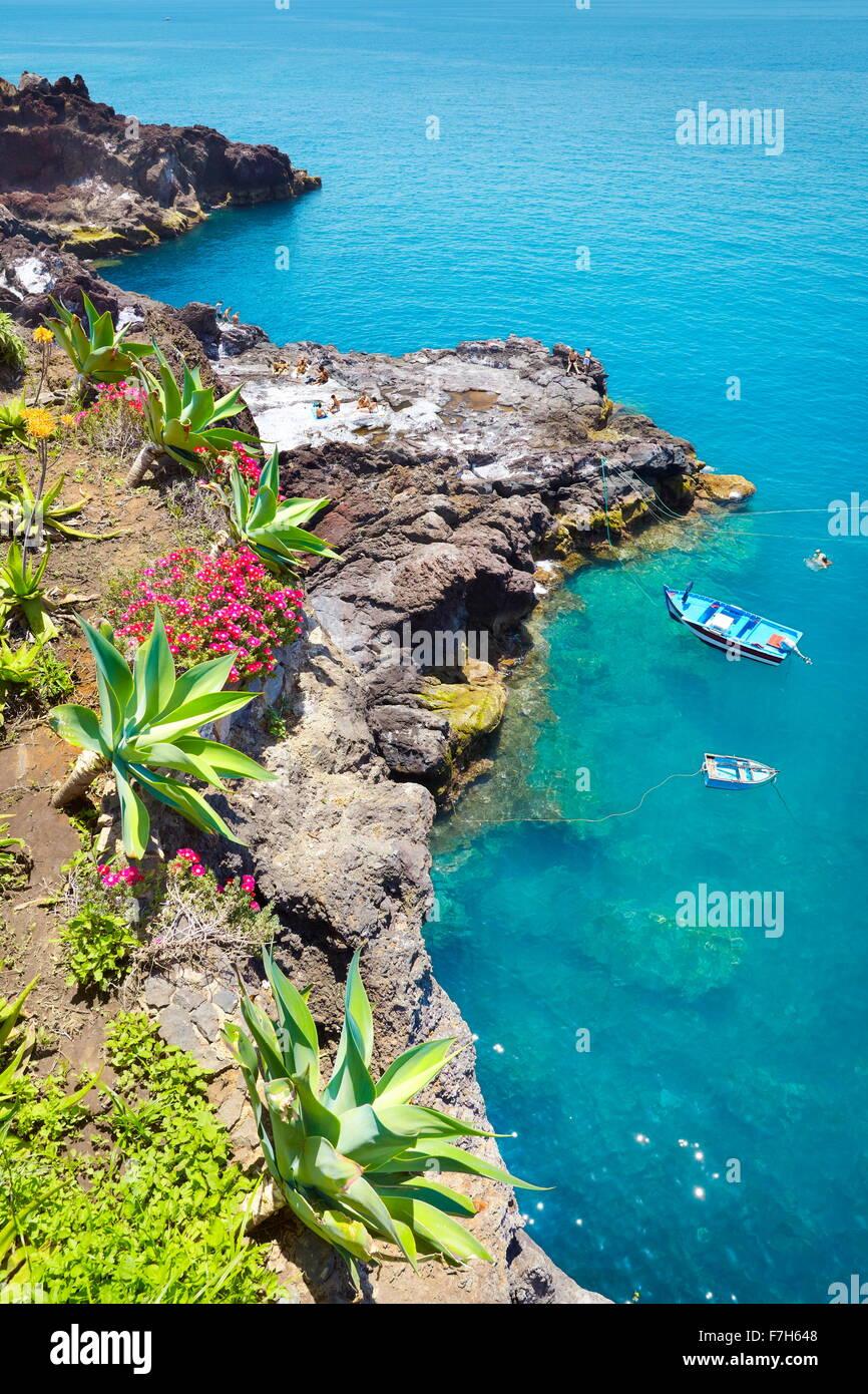 Strand in der Nähe von Camara de Lobos, die Insel Madeira, Portugal Stockbild