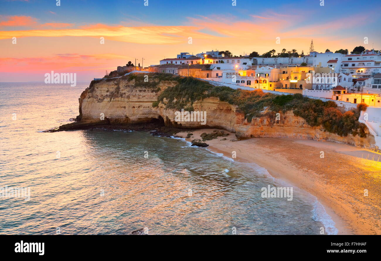 Algarve-Küste, Carvoeiro bei Sonnenuntergang, Portugal Stockbild