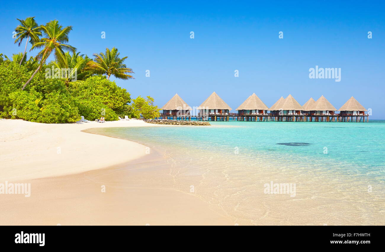 Tropischer Strand Landschaft am Malediven Insel, Ari Atoll Stockfoto