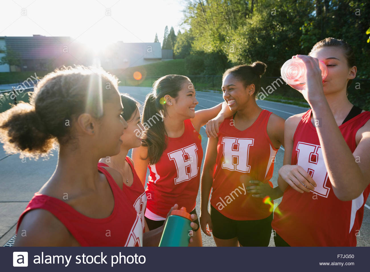 Weibliche High-School-Leichtathletik-Teambildung Stockbild