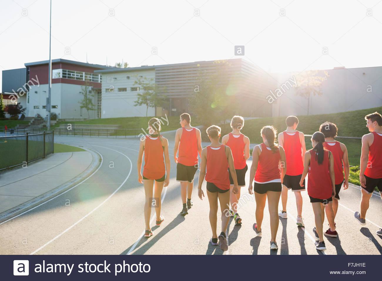 High School Leichtathletik Team Laufstrecke Stockbild