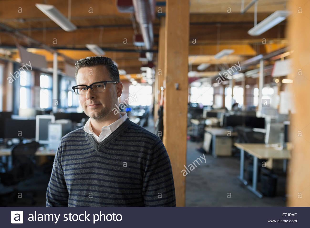 Porträt Ernst Kaufmann im Büro Stockfoto