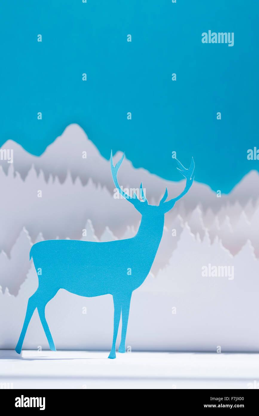 Urlaub Scherenschnitt Blau Rentier Im Winter Wald Hintergrund