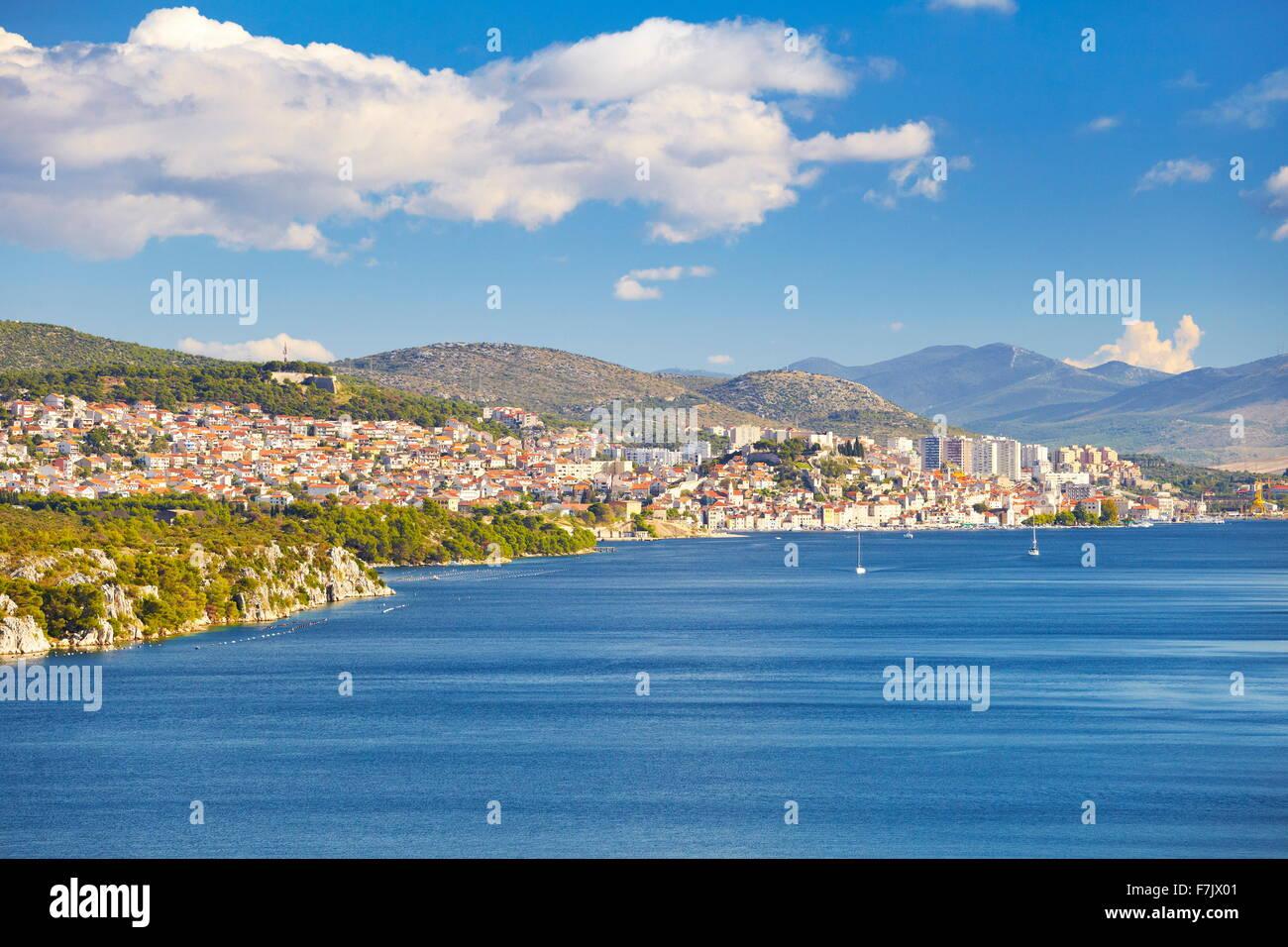 Sibenik, direkt am Meer Stadt, Kroatien Stockbild