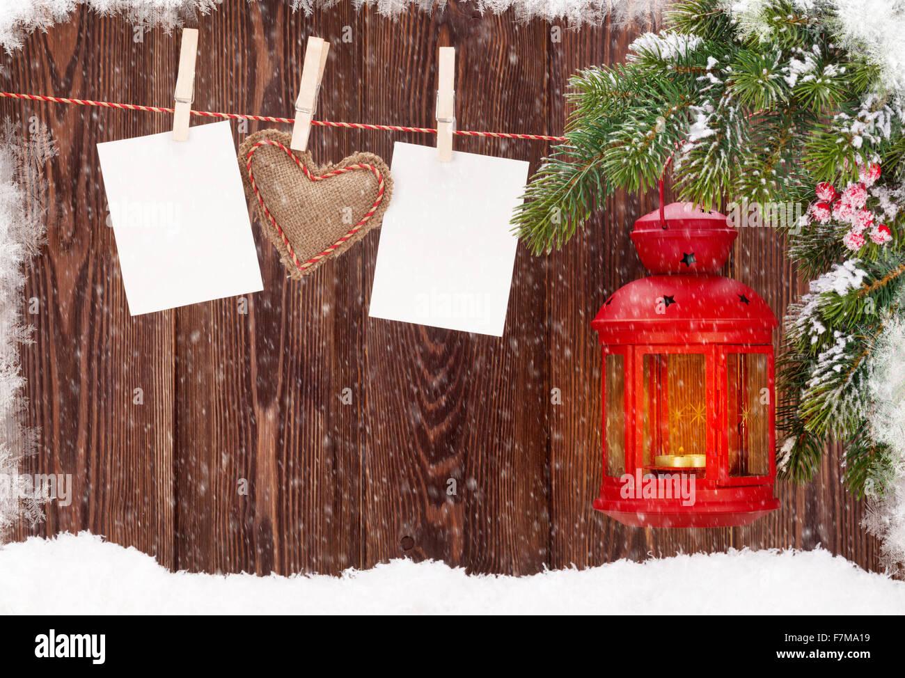 Weihnachten Kerze Laterne, Tanne Zweig und leere Bilderrahmen ...