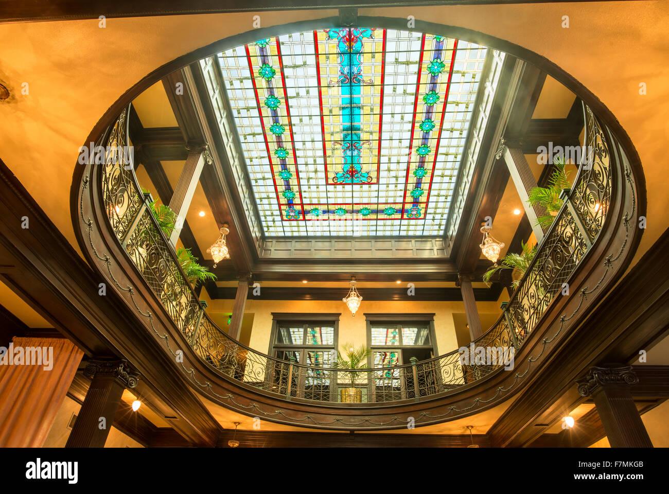 Decke Aus Buntglas In Historischen Geiser Grand Hotels In Baker City Oregon Stockfotografie Alamy