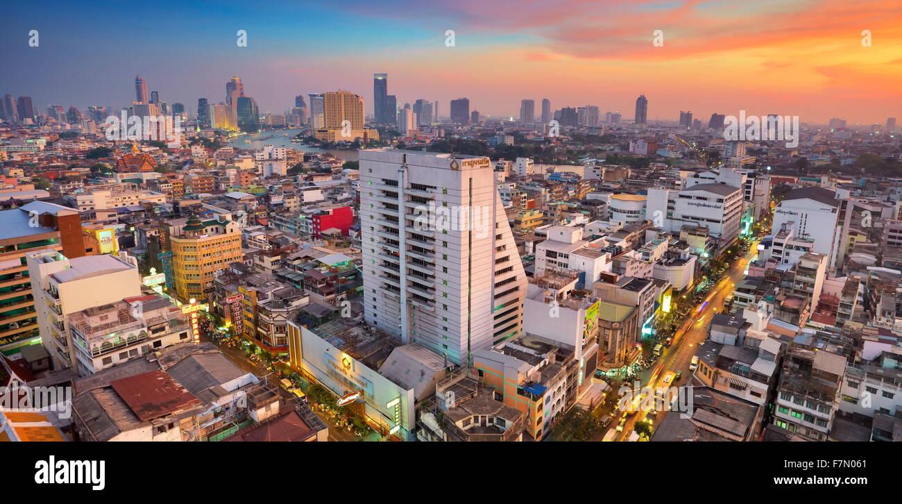 Bangkok, Stadtbild Ansicht von The Grand China Princess Hotel bei Sonnenuntergang, Bangkok, Thailand Stockbild