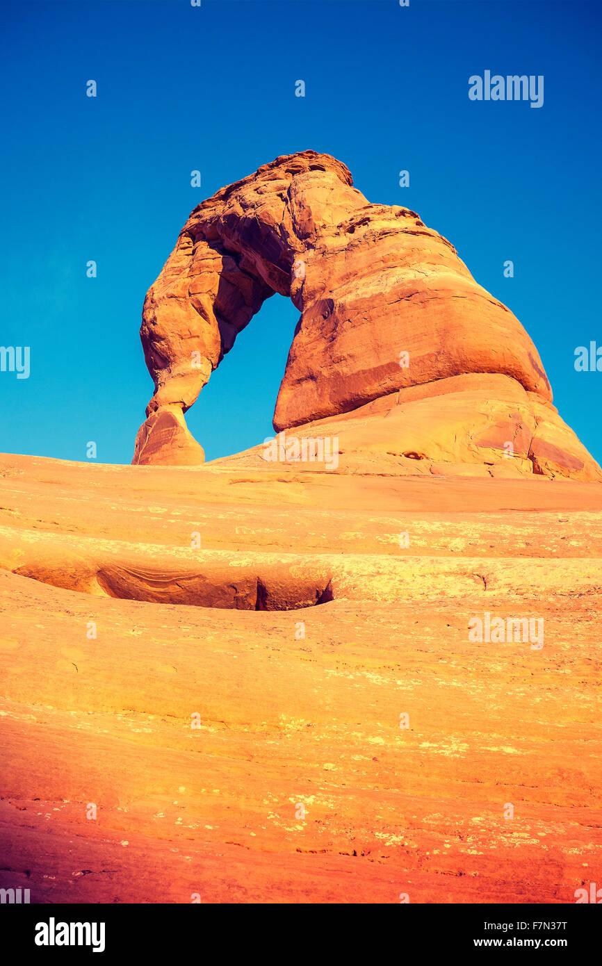 Vintage getönten Delicate Arch bei Sonnenuntergang, Utah, USA. Stockbild