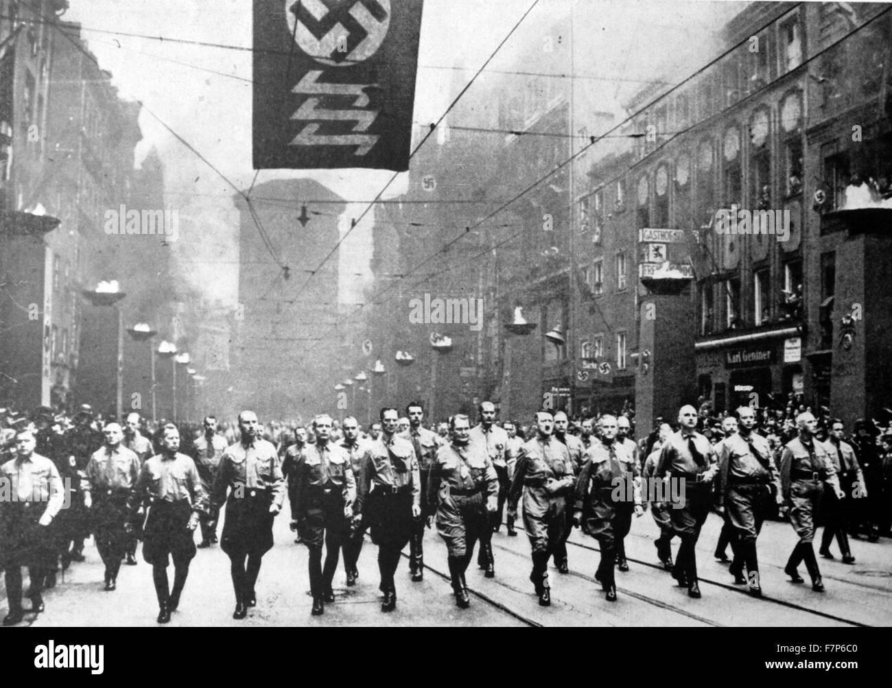 Adolf Hitler Und Die Nazis Marschieren Gegen Den Versailler Vertrag