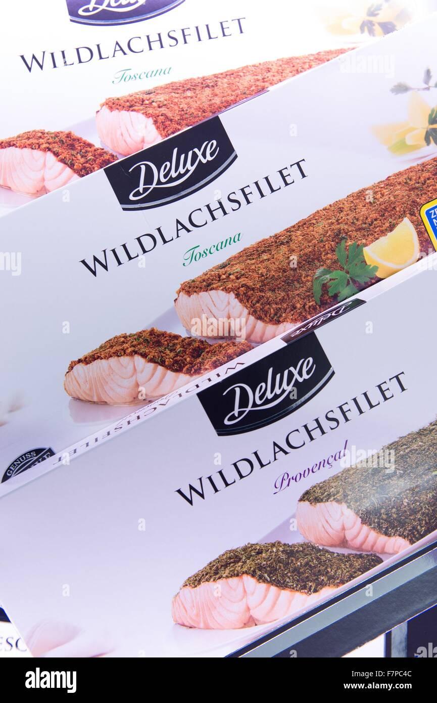Dresden, Deutschland. 2. Dezember 2015. Pakete von wilden Lachs ...