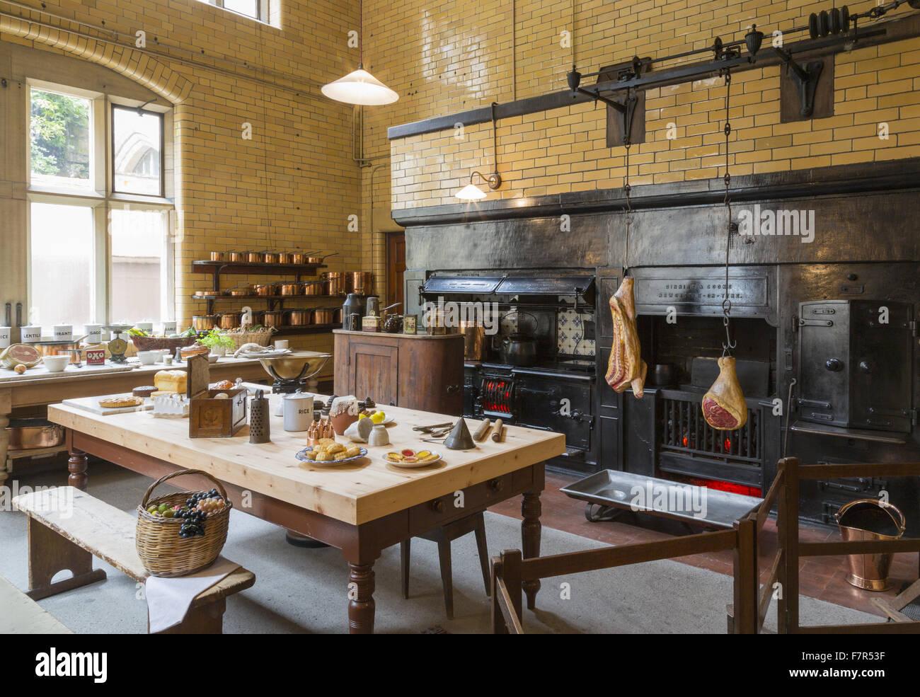 Die Küche im Cragside, Northumberland. Das Haus, eines der schönsten ...