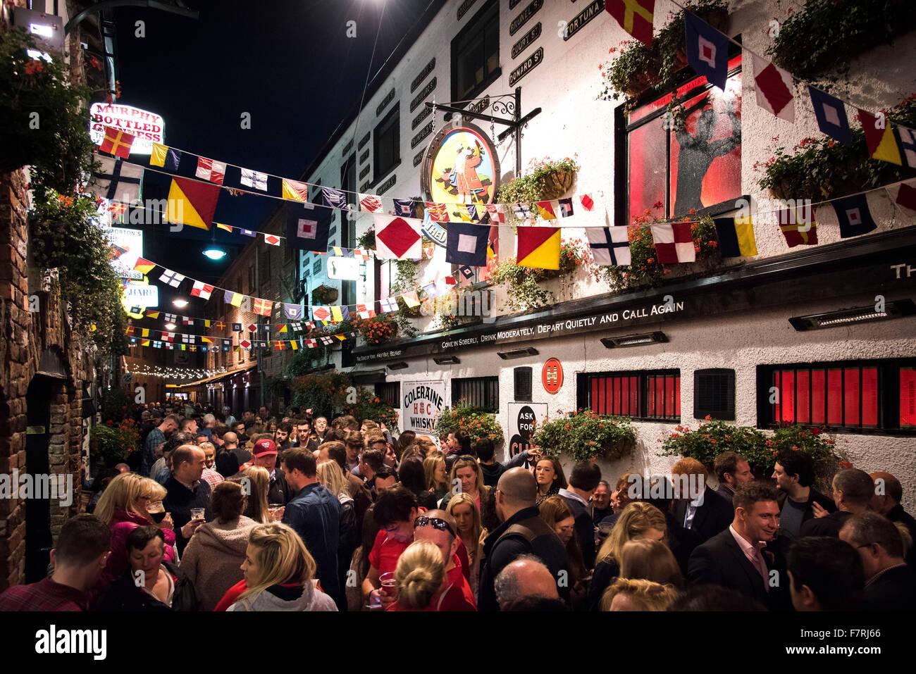 Belfast Kulturnacht Massen Kneipen Bars Herzog York Nordirland Stockbild