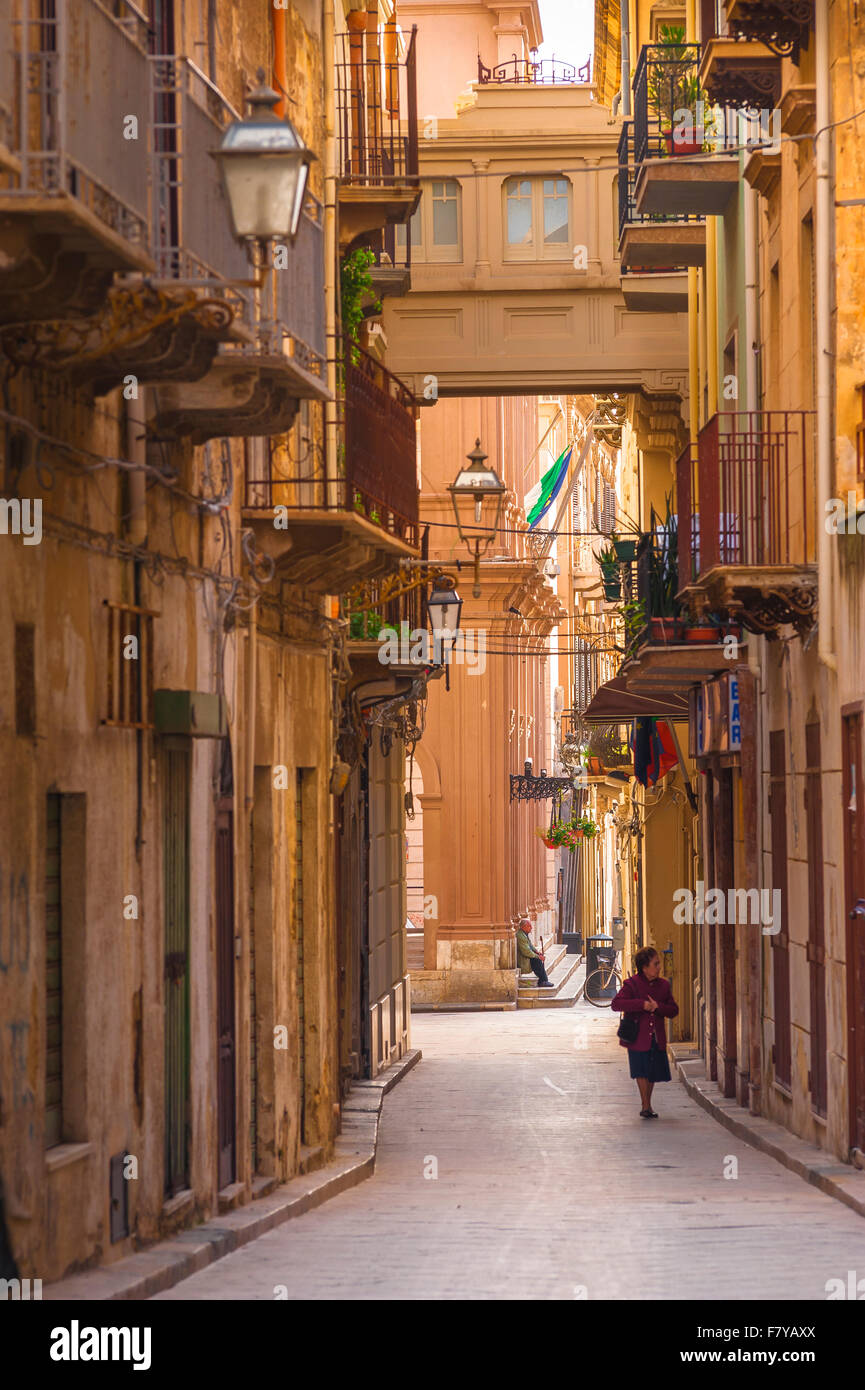 Marsala, Sizilien, Blick entlang der Via Mario Rapisardi im historischen Zentrum von Marsala, Sizilien. Stockfoto