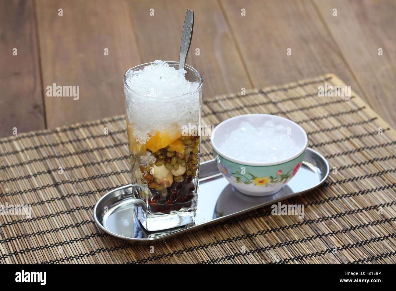 Che ist eine vietnamesische Süßspeise Suppe, in der Regel in einem Glas auf Eis serviert und mit einem Stockbild