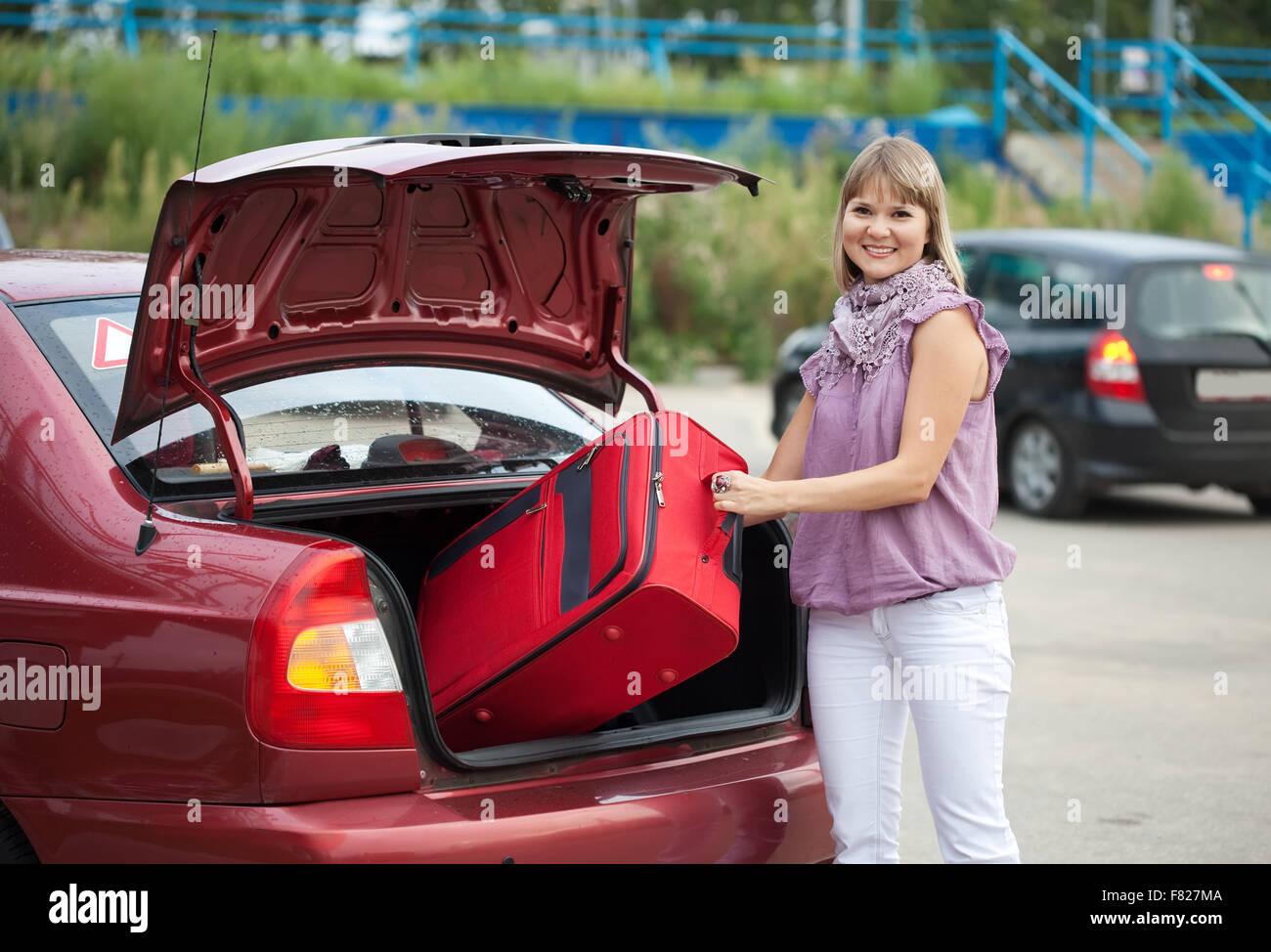Suitcases Car Stockfotos & Suitcases Car Bilder - Alamy