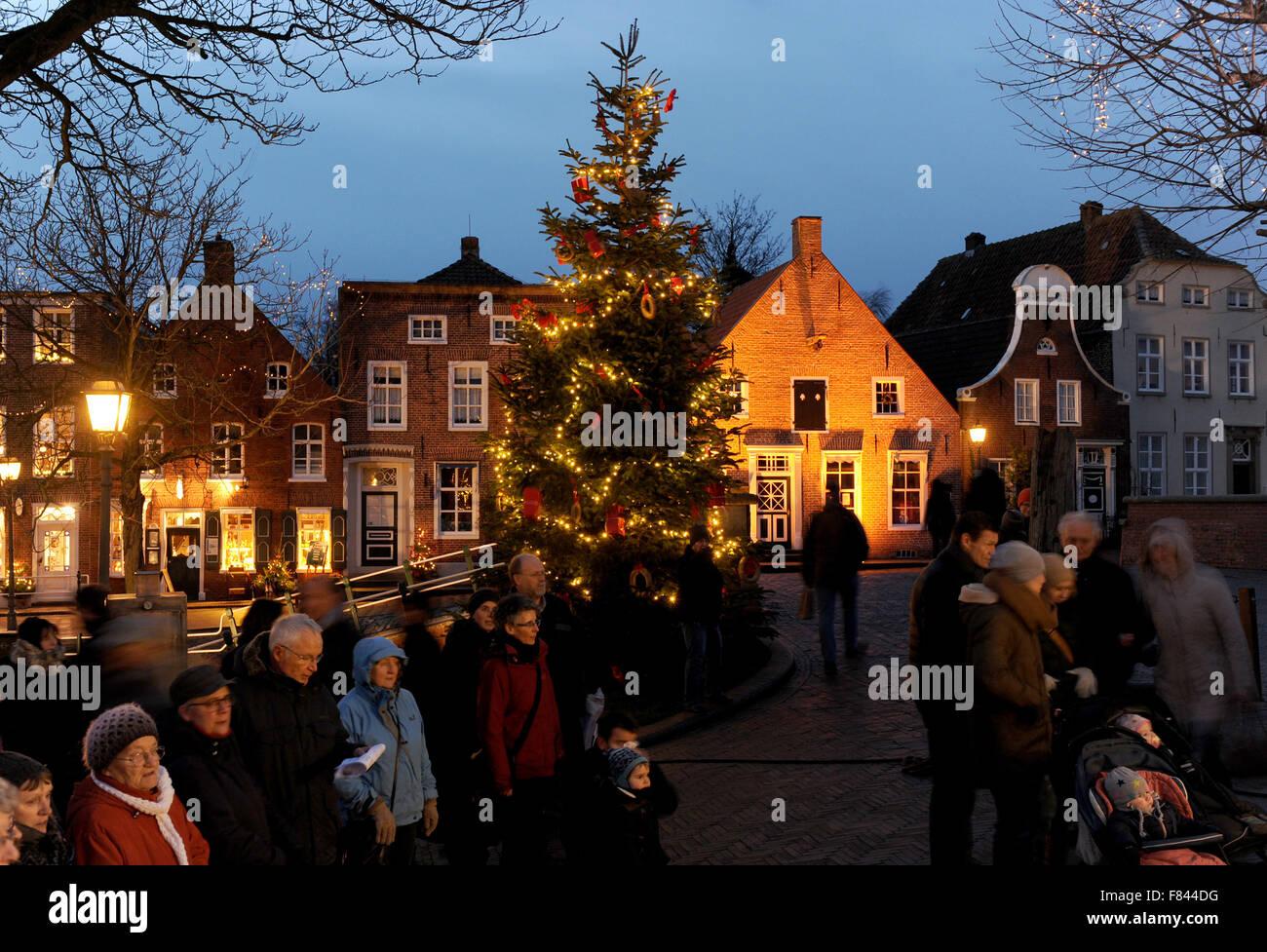 Weihnachtsmarkt Greetsiel.Greetsiel Deutschland 5 Dezember 2015 Besucher Auf Dem