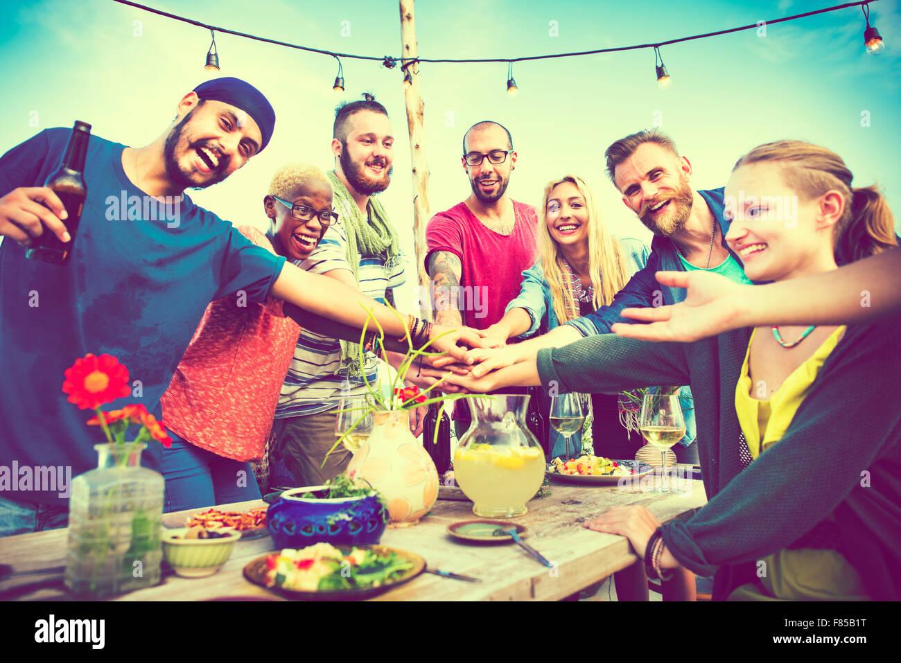 Diverse Strand Sommer Freunde Spaß Teamwork Konzept Stockbild