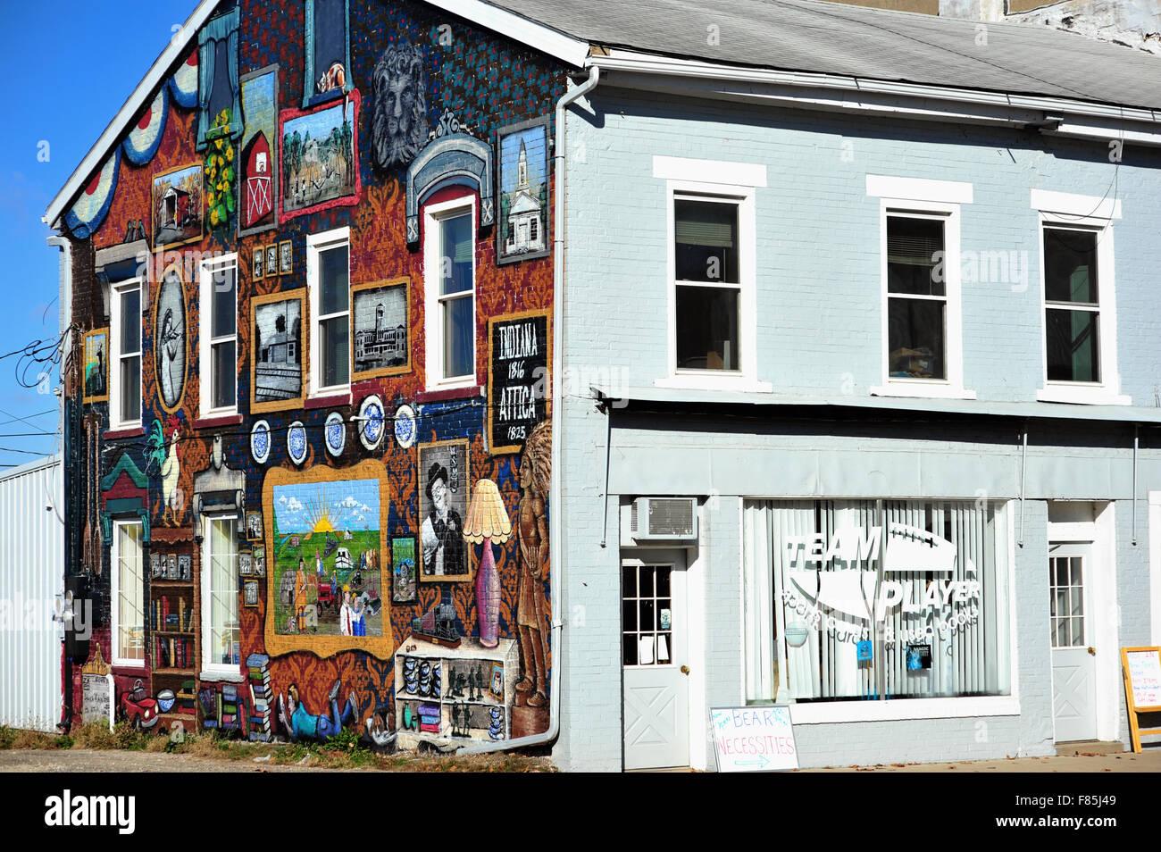 Eine künstlerische Wandgemälde mit Szenen aus der Geschichte der Gemeinde von Attica, Indiana. Die Gemeinde Stockbild