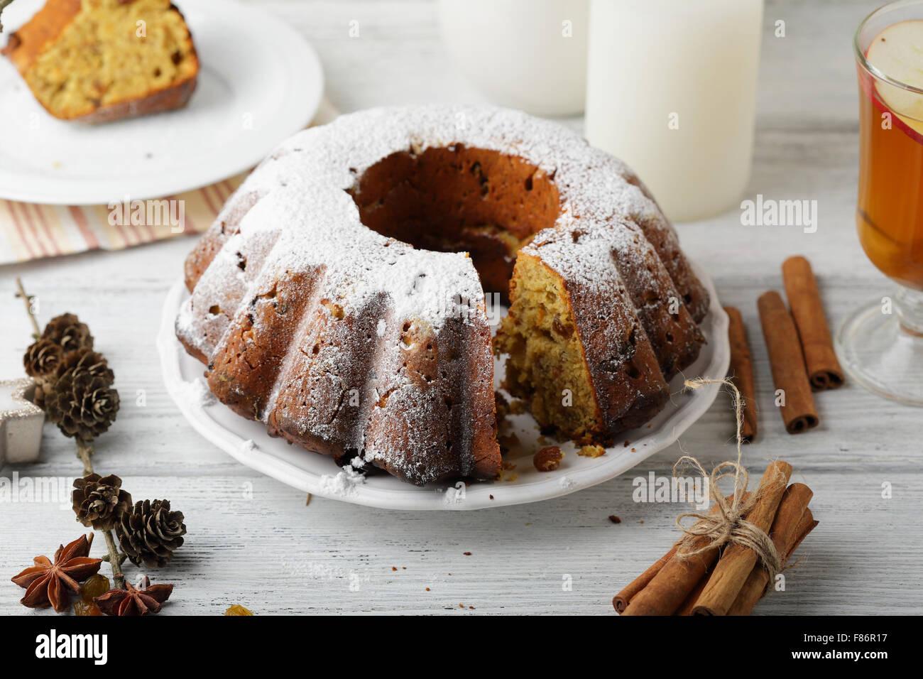 Weihnachtskuchen mit rum, Essen Nahaufnahme Stockbild