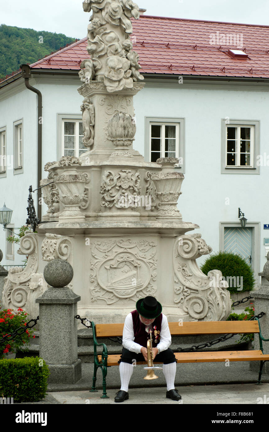 Österreich, Niederösterreich, Scheibbs, Musikant eine der Nepomuksäule bin Kirchenplatz Stockbild