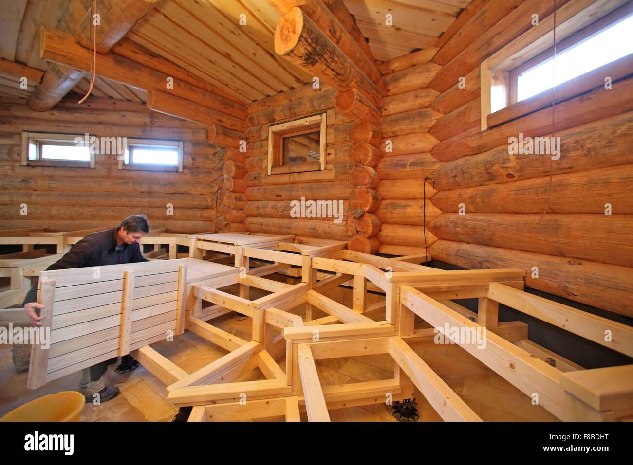 tischler robby weiss arbeiten auf b nken f r eine gro e neue russische sauna am badegaerten lit. Black Bedroom Furniture Sets. Home Design Ideas