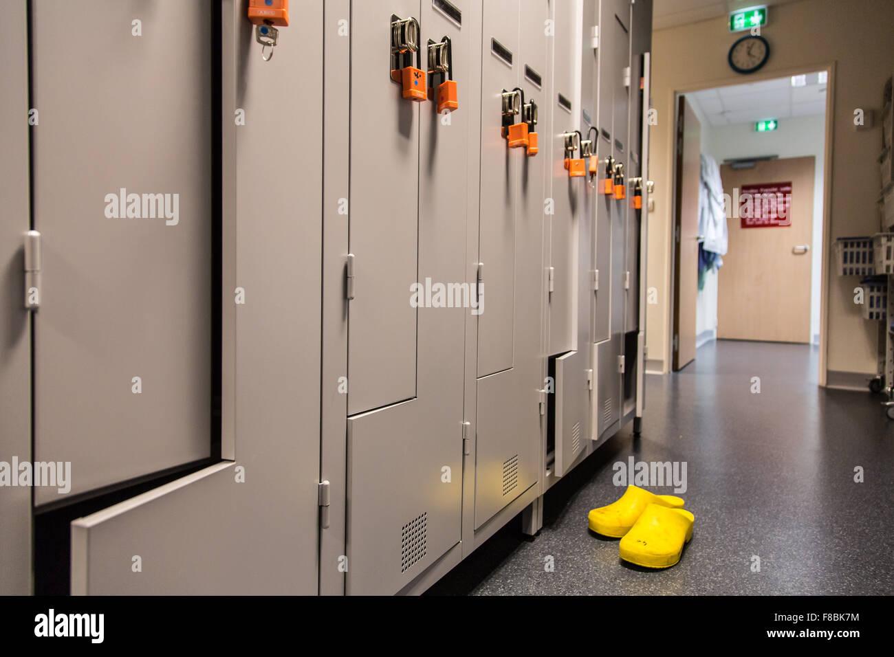 Krankenhaus-Personal-Garderobe. Stockbild