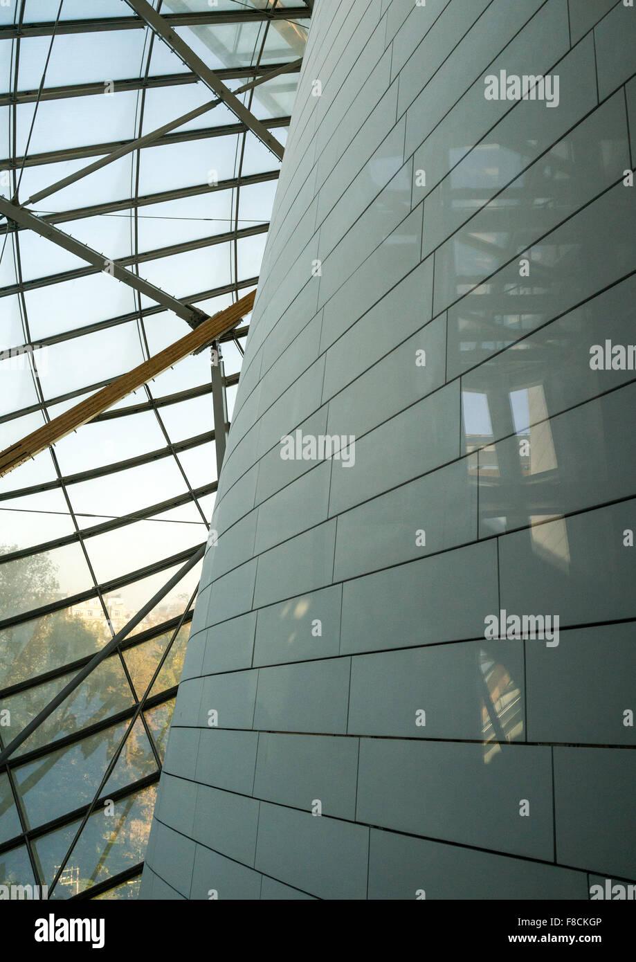 Detail Glas Segel des Louis Vuitton Stiftung Museum gebaut von Frank Gehry, Bois De Boulogne, Paris, Frankreich Stockbild