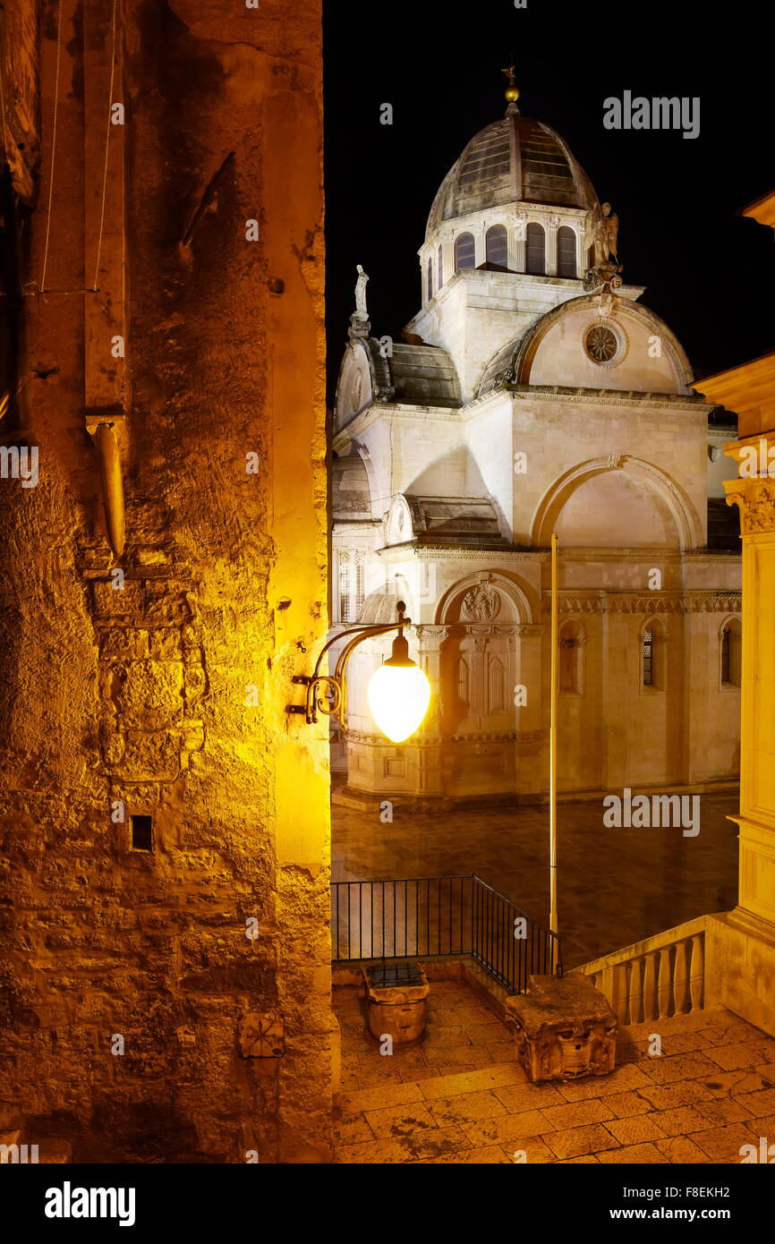 Sibenik, Kroatien - die Kathedrale von St. James bei Nacht Stockbild