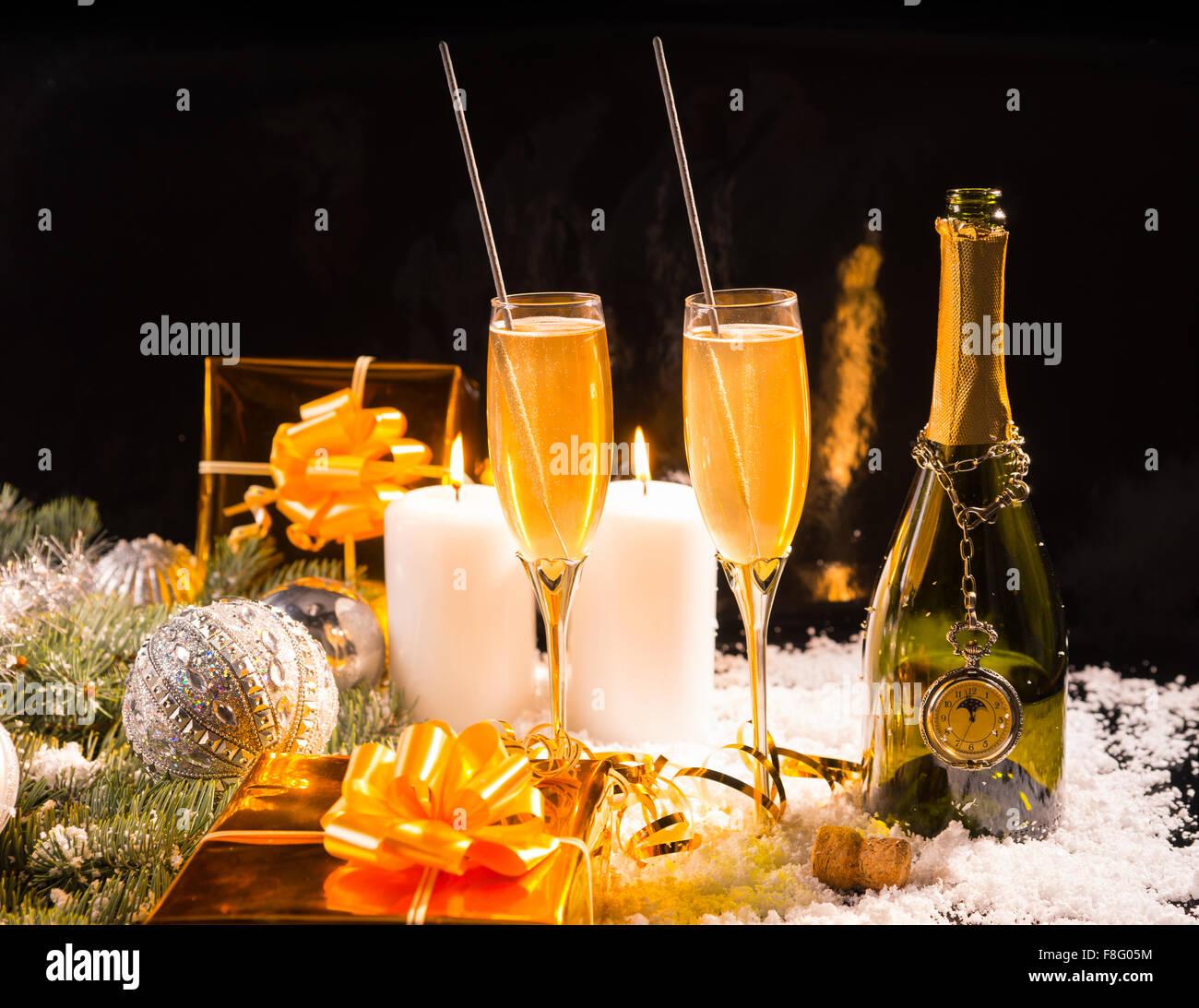 Festliche Weihnachten Stillleben mit Wunderkerzen in Flöten ...