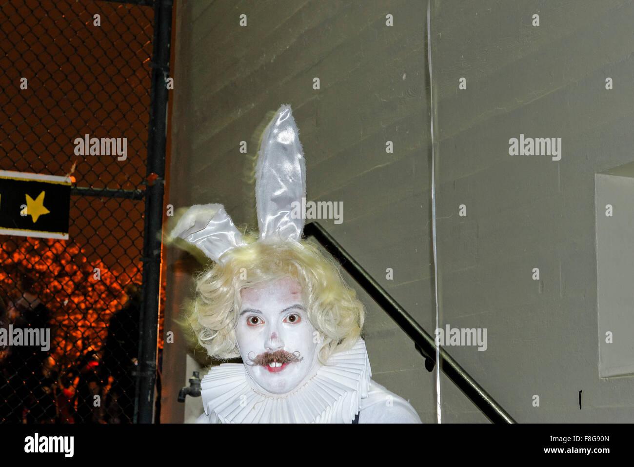 Weißes Kaninchen, Parade verloren Seelen Festival 2014, Commercial Drive Nachbarschaft, Vancouver, Britisch Stockbild
