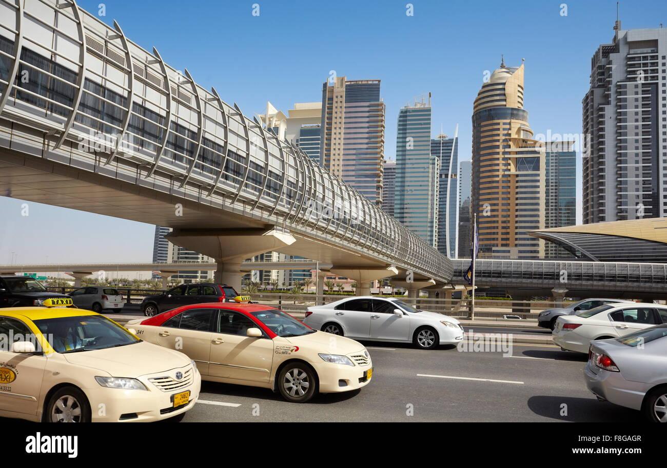 Dubai Transport - al Sheikh Zayed Road, Vereinigte Arabische Emirate Stockbild