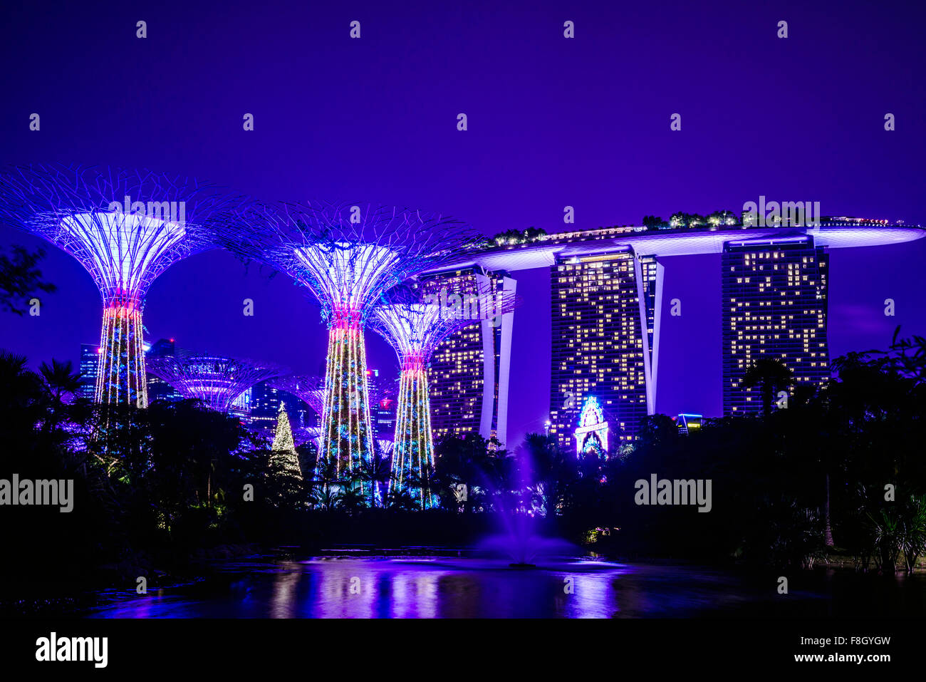 Singapore Marina nachts beleuchtet Stockbild