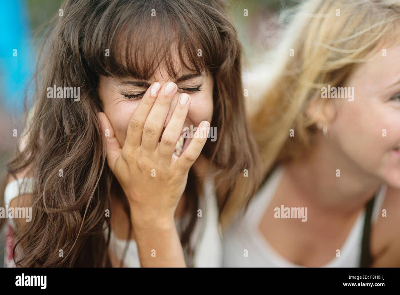 Nahaufnahme von kaukasischen lachende Frau Stockfoto