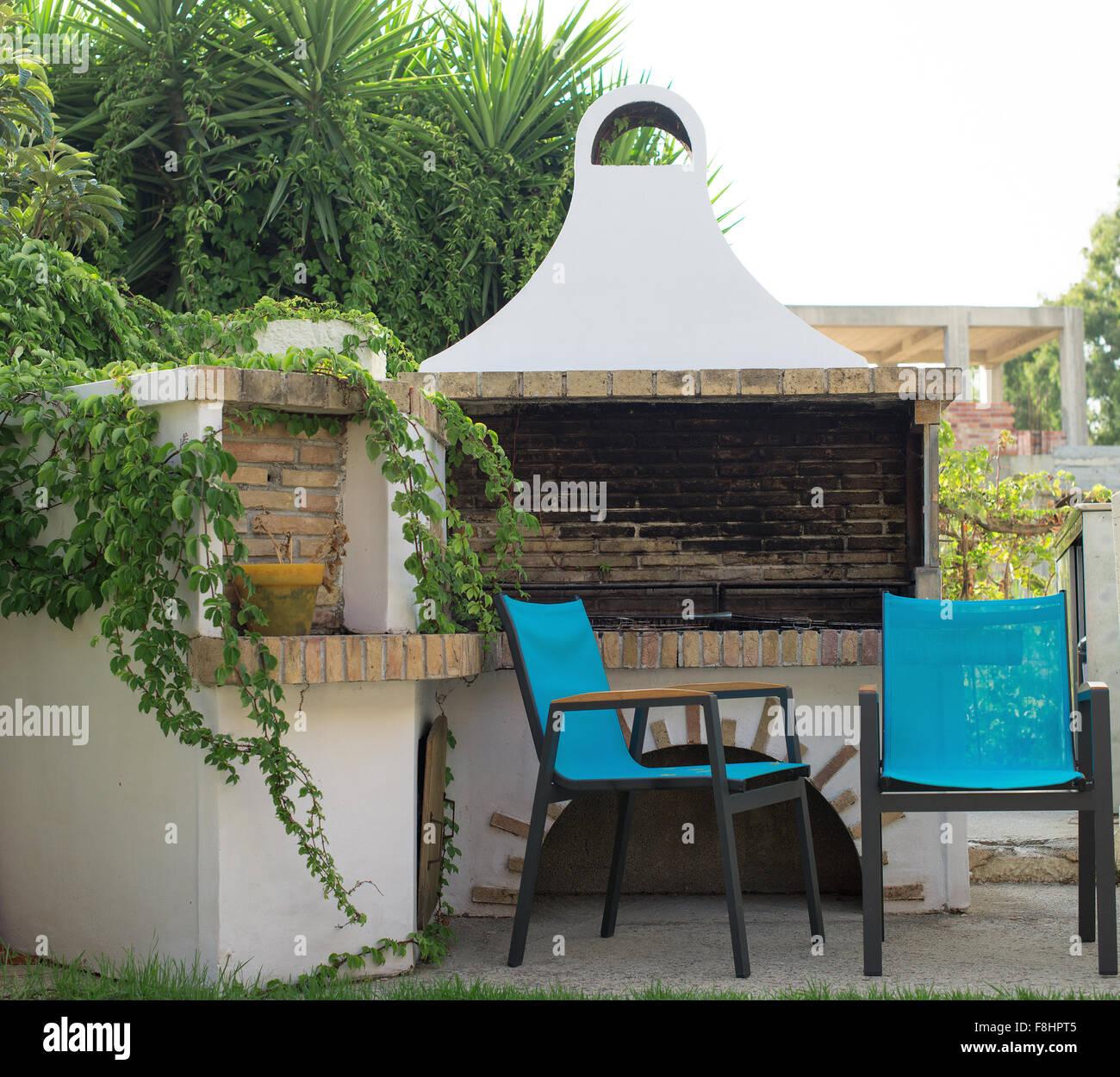 Feuerstelle Mit Stuhlen Auf Dem Hinterhof Stockfotografie Alamy